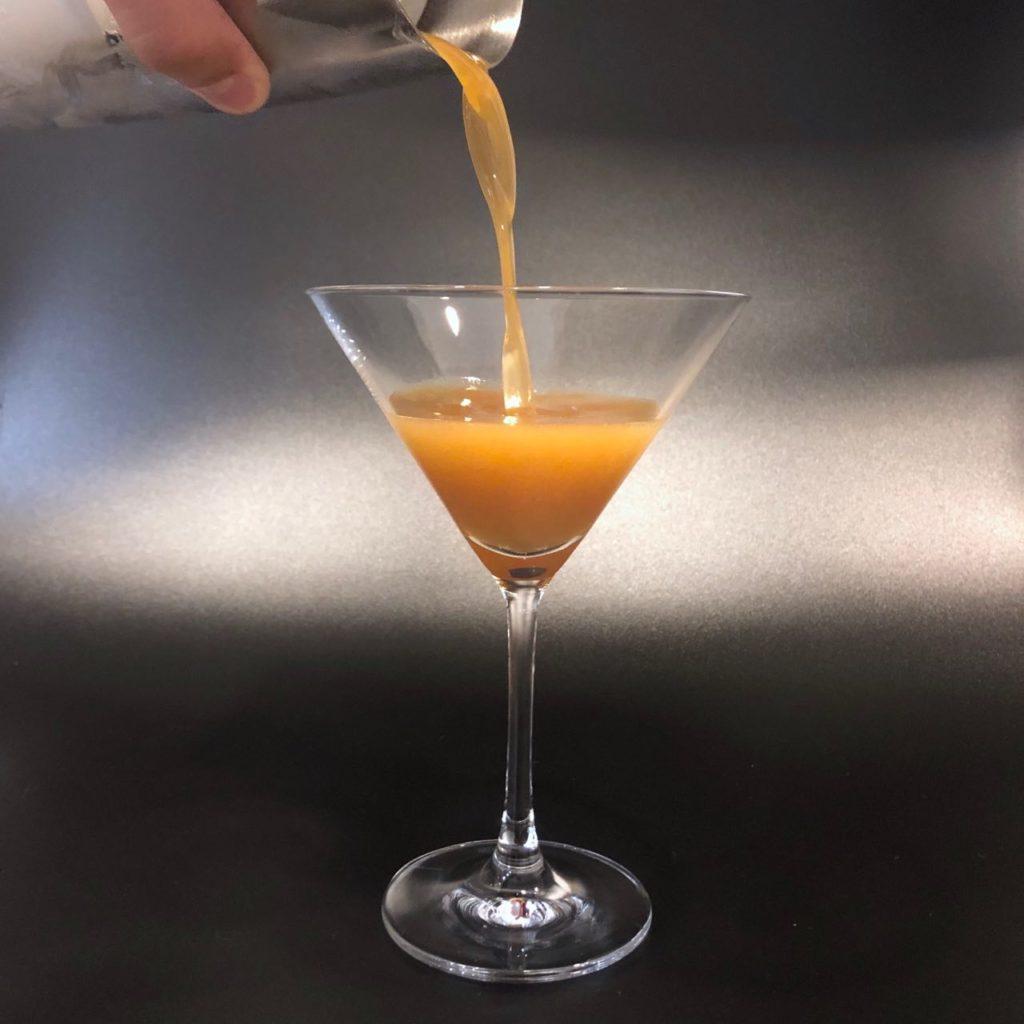Приготовление коктейля Эспрессо Мартини